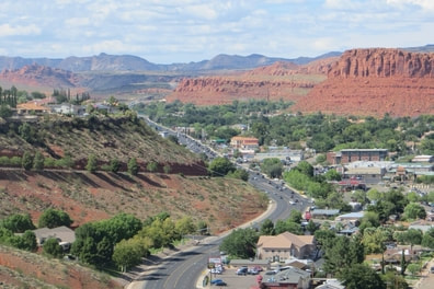 picture of the west side of St George in southern Utah